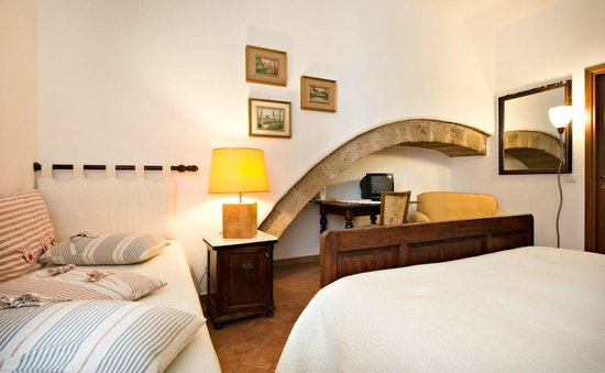 Valentina Bed & Breakfast: camera tripla con bagno