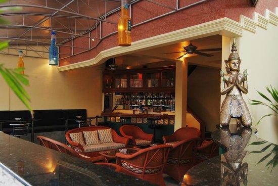 Pattaya Garden Apartments: Bar
