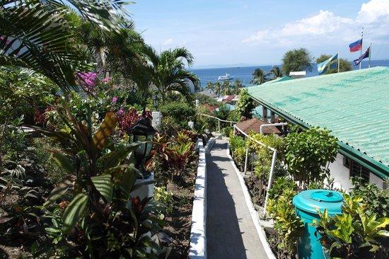 Steps Garden Resort : Close to the restaurant (a bit overpriced)