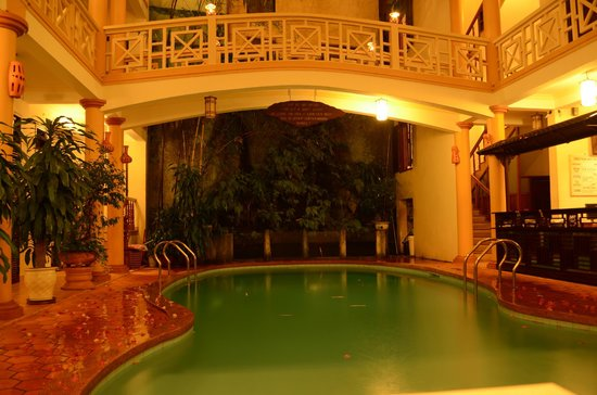 Thanh Van Hotel: swiming pool on the nights