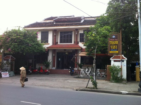 Thanh Van Hotel: view from the street