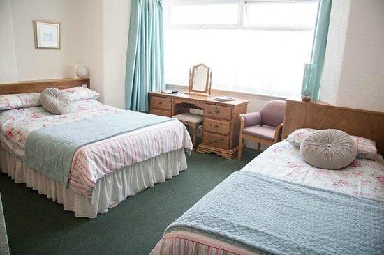 Summer Breeze: Guest room