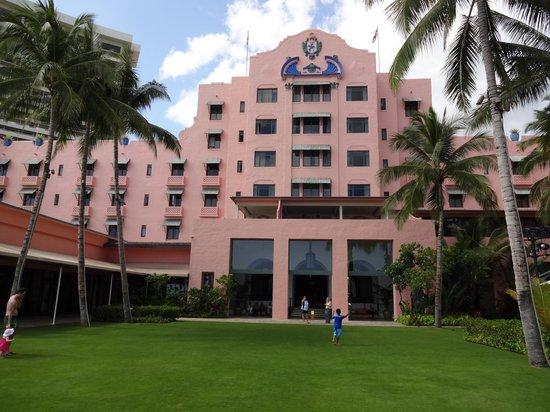 The Royal Hawaiian, a Luxury Collection Resort : ホテル外観(ビーチサイド)