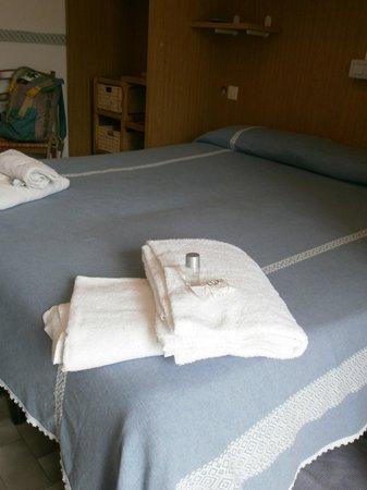 Albergo Ristorante Da Beppone: due asciugamani per ciascuna persona con shampoo e sapone