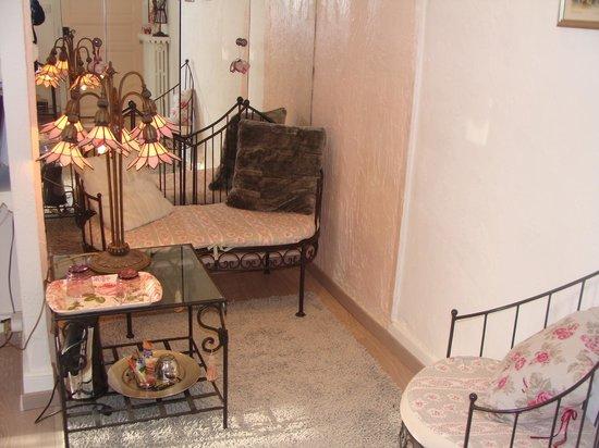 La Villa Les Cedres: salon de la chambre Rosine