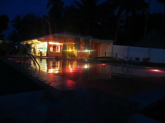Le Divine Comedie: pool at night