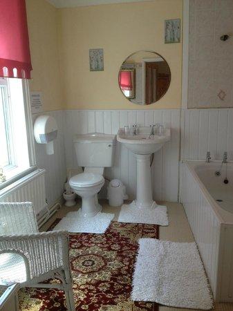 Blenheim Hotel : En-suite Bathroom
