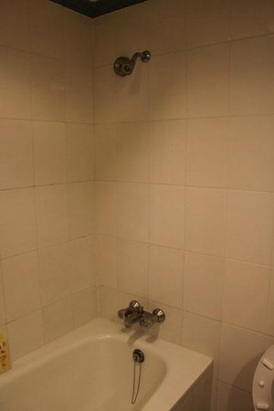 Huahin Grand Hotel & Plaza: Shower