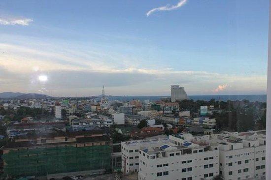 Huahin Grand Hotel & Plaza : City view from balcony