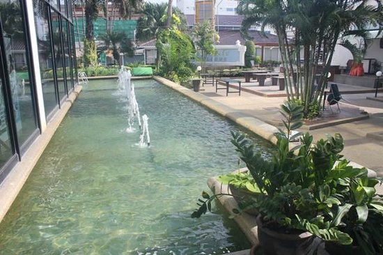 Huahin Grand Hotel & Plaza: Hotel grounds