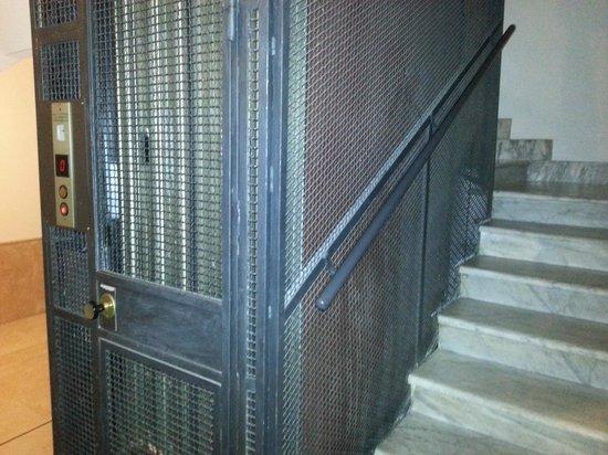 Domus Quiritum B&B: Elevator... obviously.