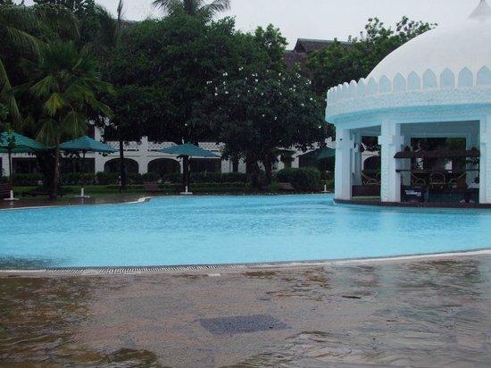 Southern Palms Beach Resort: basen w czasie deszczu