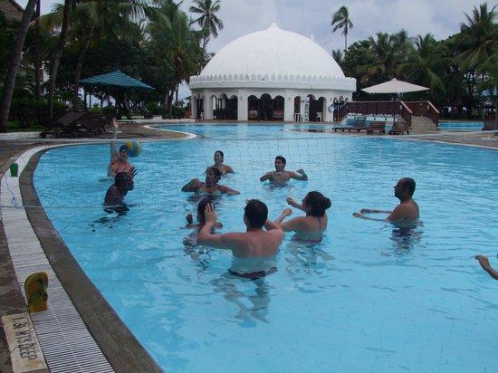Southern Palms Beach Resort: siatkówka w basenie
