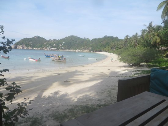 Haadtien Beach Resort: beach from breakfast