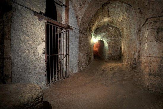 Chateau de Meung sur Loire: Les inquiétants souterrains avec ses cachots