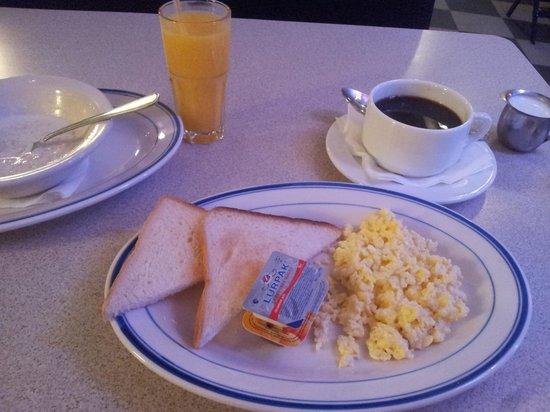 Bentley Hotel: бедный завтрак без выбора