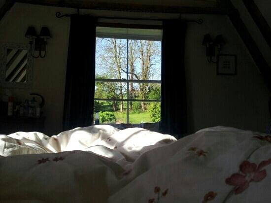 Great Broxhall Farm Bed and Breakfast: ...when you wake-up..