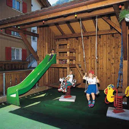 Hotel-Restaurant Alpina Wolfenschiessen: Spielplatz - Terasse