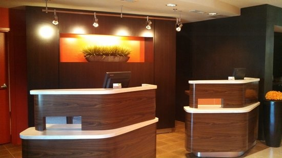 Courtyard Boston Westborough : Newly Renovated Front Desk