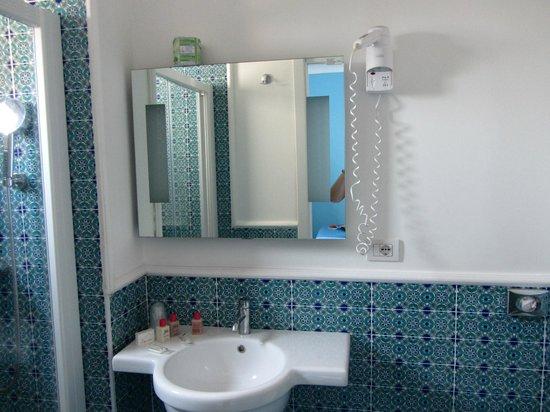 Hotel La Bougainville: Washbasin