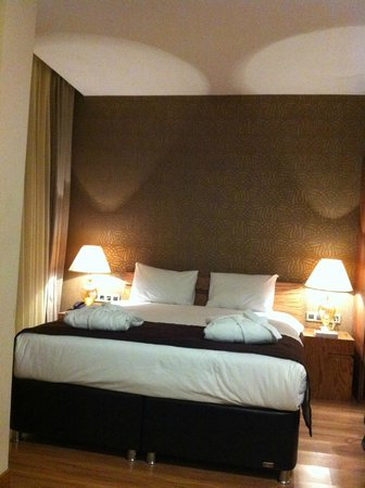 Triada Hotel: King size bed