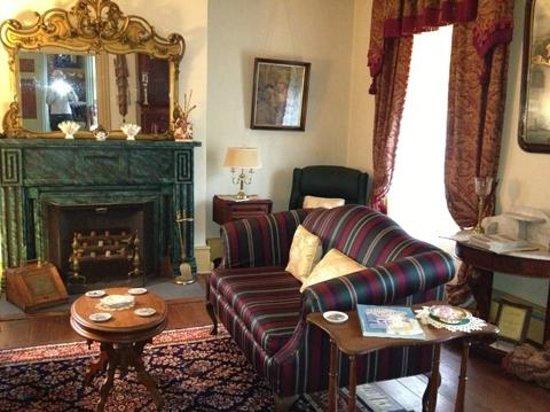 Hidden Valley Bed and Breakfast: sitting room