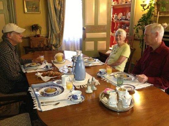 Hidden Valley Bed and Breakfast: the breakfast room