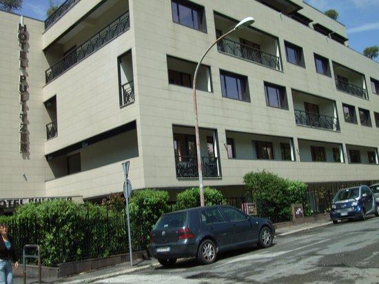 Hotel Pulitzer Roma: Hotellet. Fönstrena har skyddsfilm mot värmen