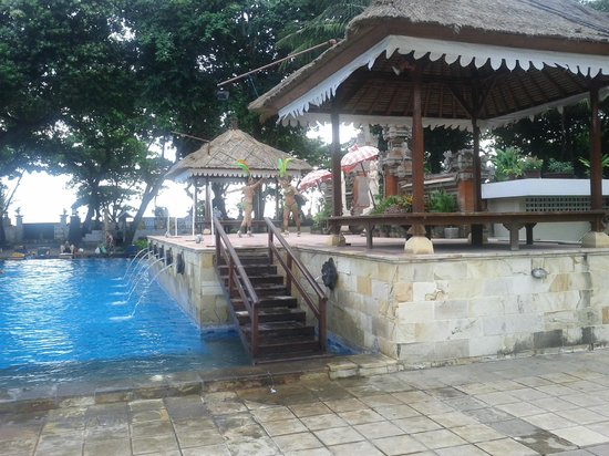 The Jayakarta Bali Beach Resort: Friday afternoon dancers