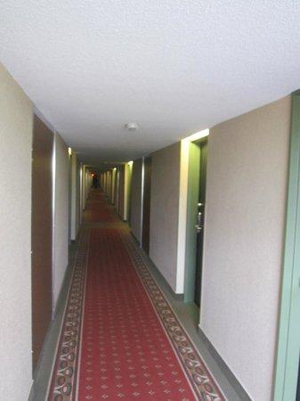 Best Western Plus Hotel Universel Drummondville: Le corridor
