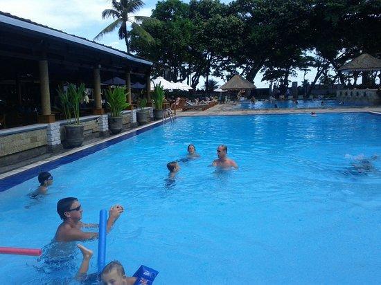 The Jayakarta Bali Beach Resort: Gorgeous pool area!