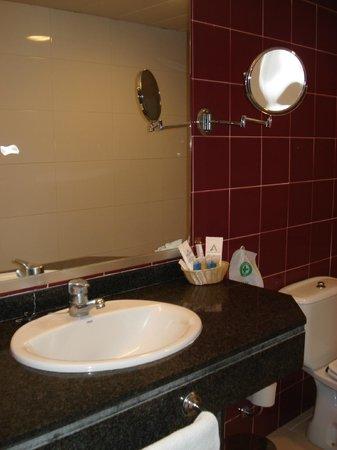 Aqua Hotel Montagut : Baño
