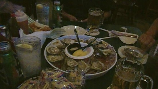 Wintzell's Oyster House: Dish of oysters