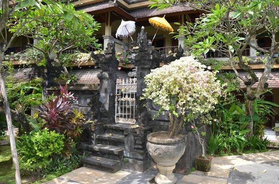 Balisandy Resort: kleiner Tempel auf dem Hotelgelände