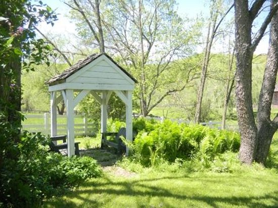 Hidden Valley Bed and Breakfast: gazebo
