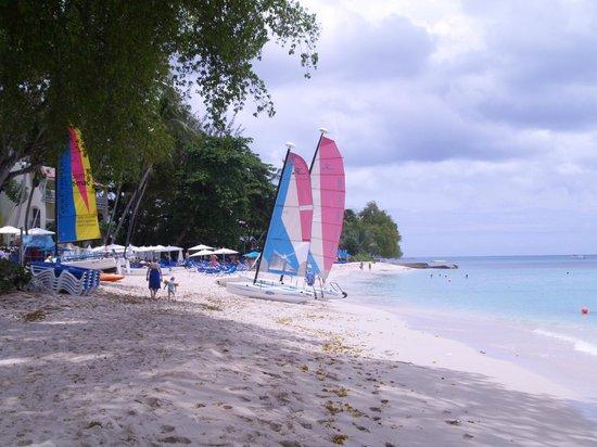 Tamarind by Elegant Hotels: Beach looking south