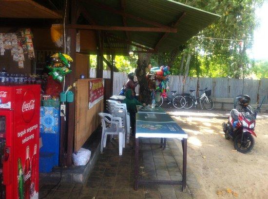 Sativa Sanur Cottages: eetgelegenheid op loopafstand op het strand