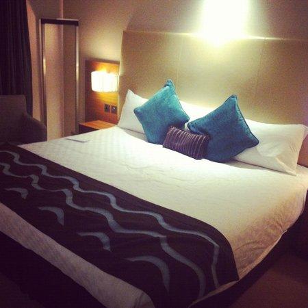 Thistle Kensington Gardens: huge bed