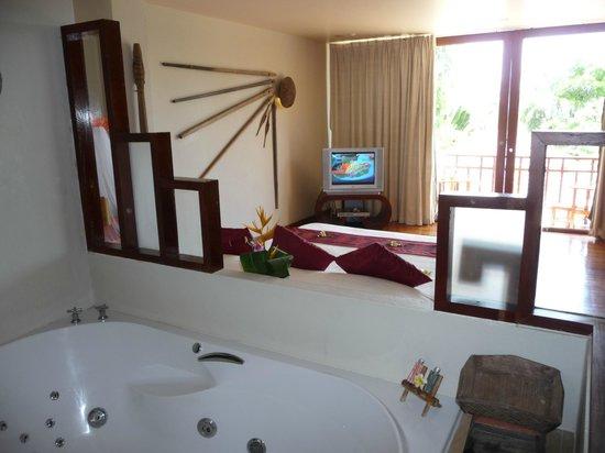 The Sunset Beach Resort & Spa, Taling Ngam: chambre