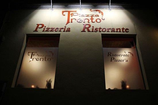 Piazza Trento: esterno ristorante