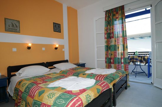 Studios Stratos: A double room with 2 single beds