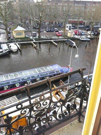 King Hotel: petit balcon vue sur canal au calme