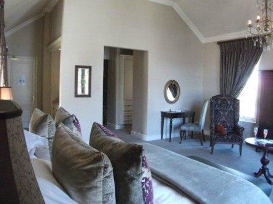 L'Ermitage Franschhoek Chateau & Villas: A suite in the Chateau