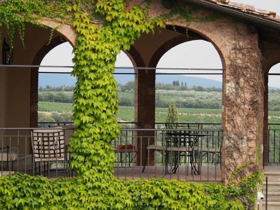 """Hotel Borgo San Felice: Un particolare del terrazzo privato della Suite """"romantica"""""""