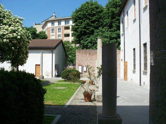 Milan's Roman Amphitheatre (Anfiteatro Romano): ingresso dal chiostro