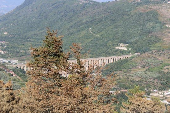 Ponti della Valle - Acquedotto Carolino: spettacolare vista