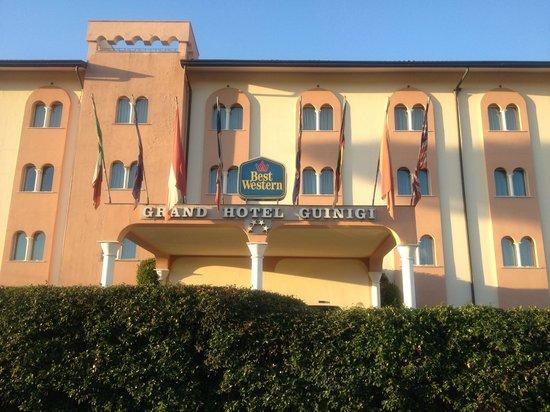 Best Western Grand Hotel Guinigi : Außenansicht des Eingangs