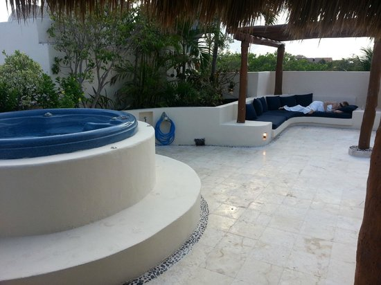 Porto Playa Condo Hotel & Beachclub: View from under Palapa rooftop patio Unit 220