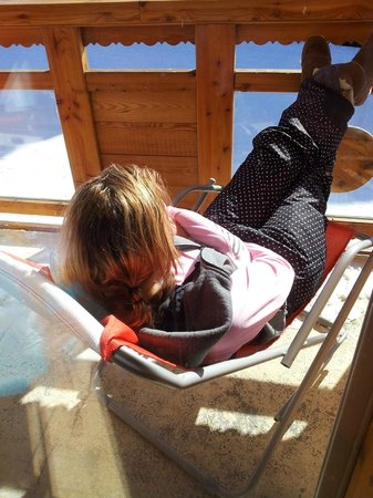 Neilson Chalet Le Lac Blanc 1 : Relaxing on the balcony