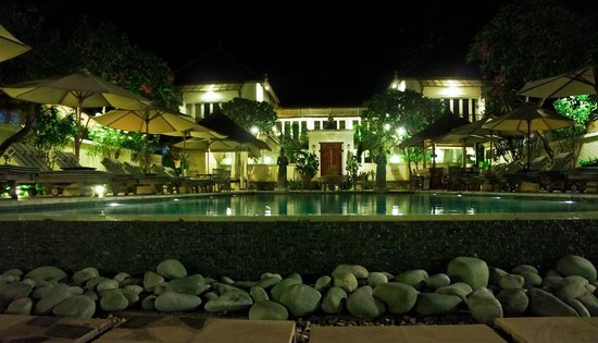 Puri Mas Boutique Resort & Spa: inifinity pool at night 24hrs